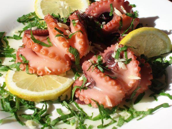 Картинки по запросу фото осьминоги в ресторане