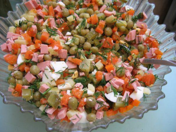 Смотреть видео как сделать салат оливье