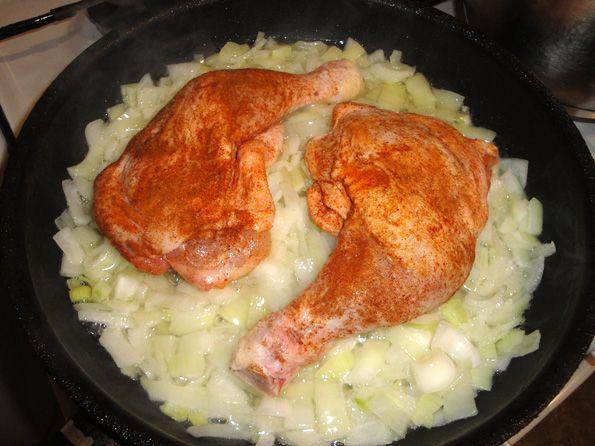 курица в духовке на сковороде