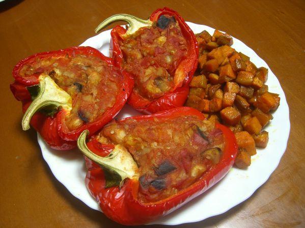 Фото: Сладкие перчики, фаршированные овощами