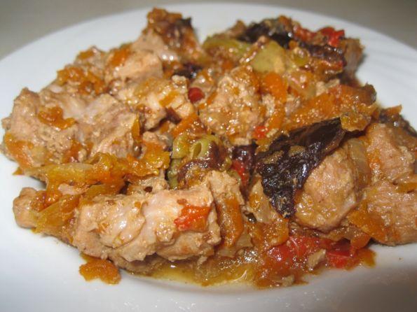 Фото: Свинина с черносливом (рецепт для мультиварки)